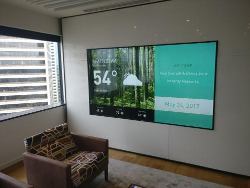 Moss Adams LPP welcomes their visitors individually with their customizable videowall