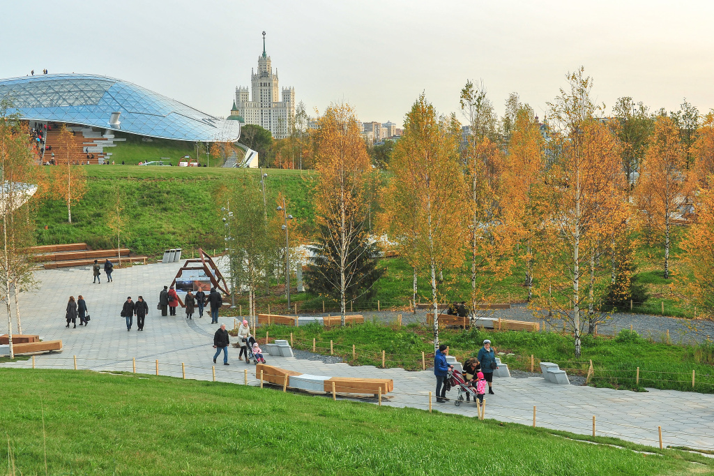 zaryadye park in moscow equipped with spinetix technology