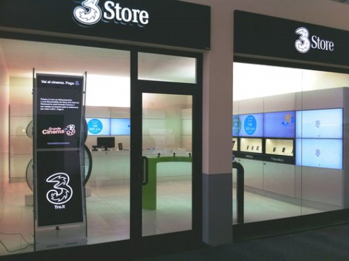 3 store powered by SpinetiX digital signage