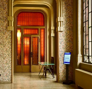 screens with spinetix hmp players in front of meeting rooms at traders union building in milan
