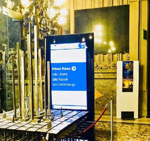 mobile spinetix totem in the lobby of palazzo casteglioni